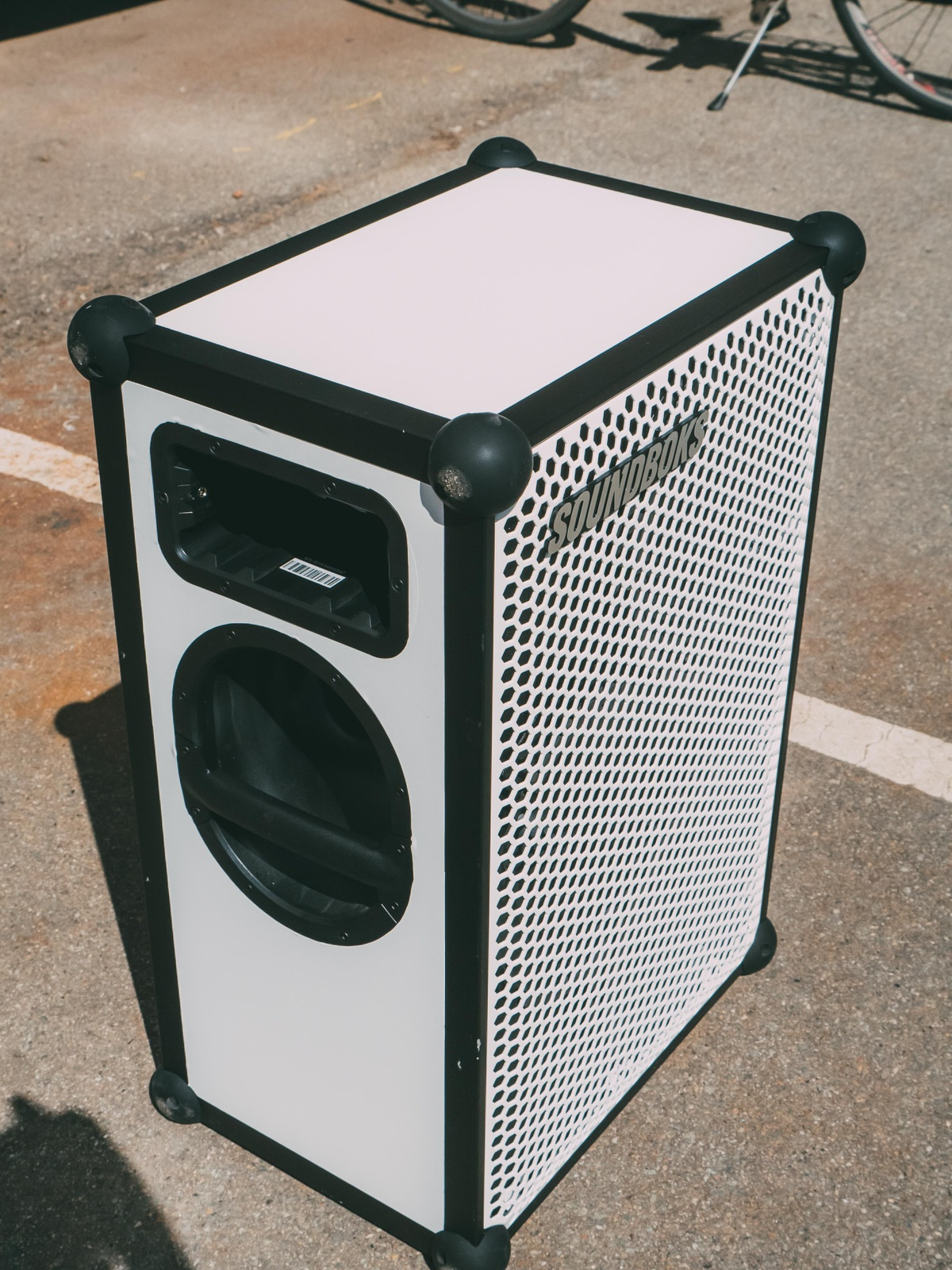SOUNDBOKS customized with white foil and white grill