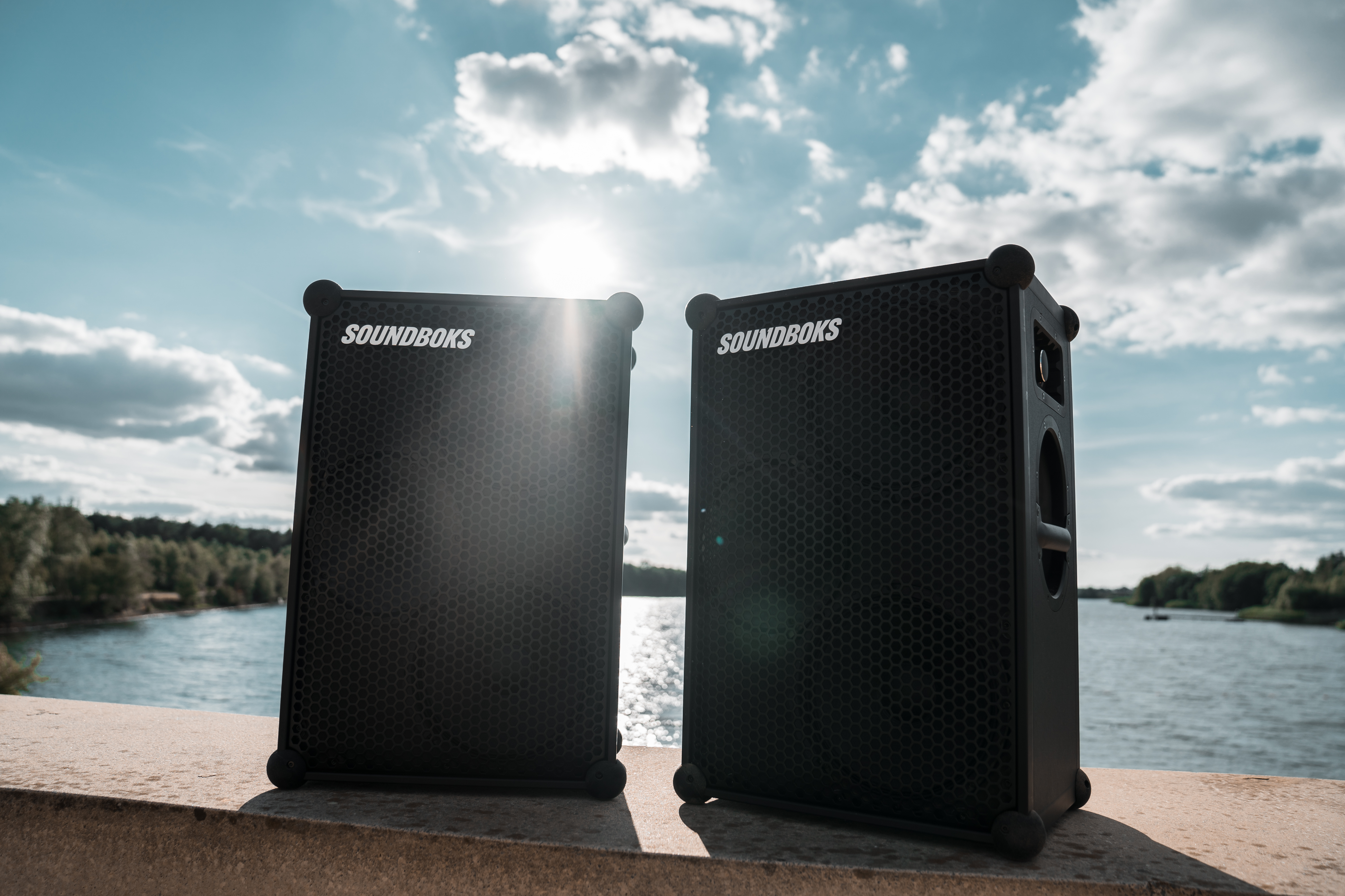 Looking at the SOUNDBOKS (Gen. 3), formerly the New SOUNDBOKS, the sleek exterior might fool you into thinking there isn't much going on underneath. But you'd be wrong.