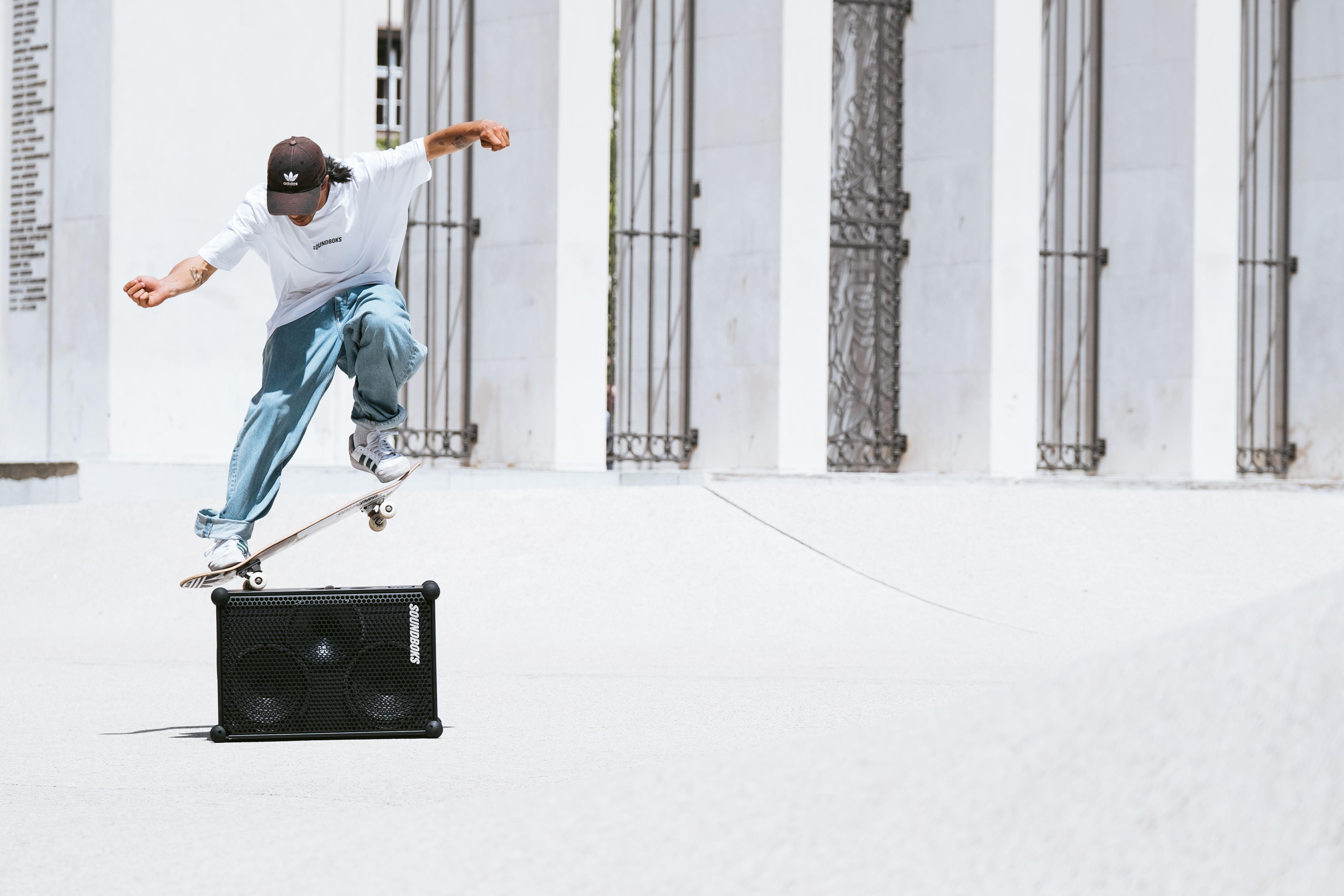Daniel Ledermann skating Landhausplatz