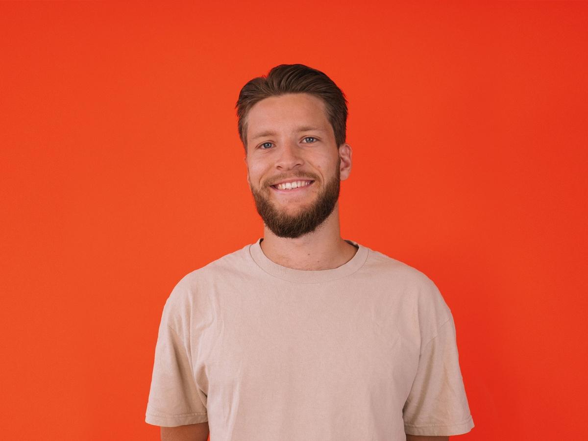 Anton, the head of product development at SOUNDBOKS, against an orange background