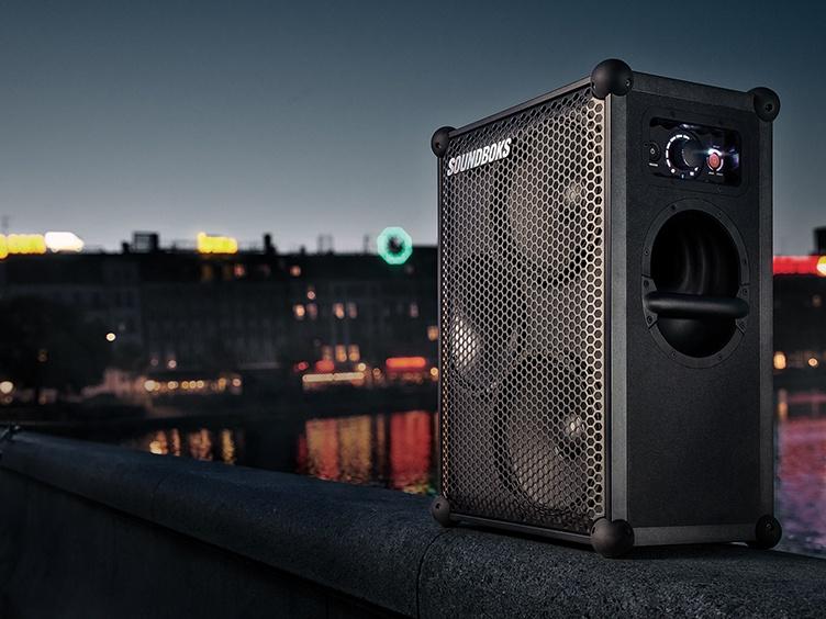 SOUNDBOKS speaker with skyline
