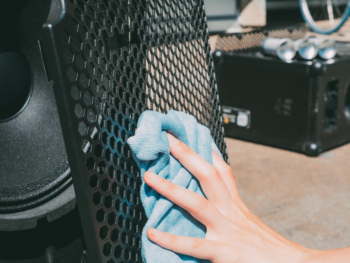 Cleaning the grill of the New SOUNDBOKS