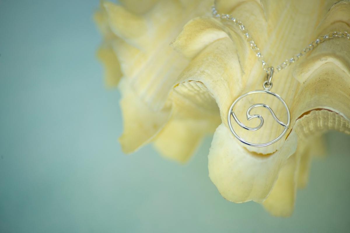 Uncorrected image of wave charm on seashell - No temperature correction