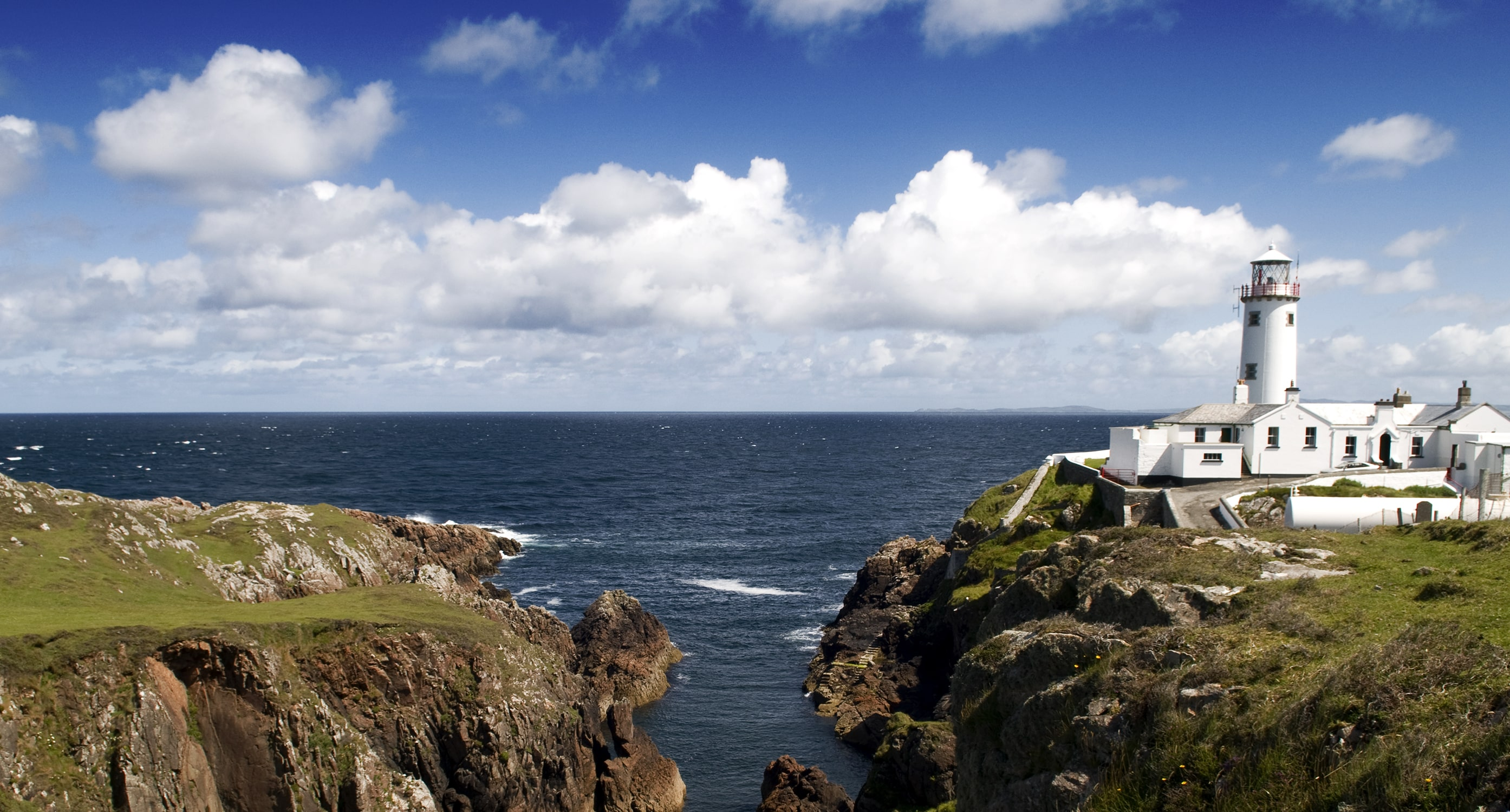 Climbing Fanad Head Lighthouse is an awesome thing to do in Ireland