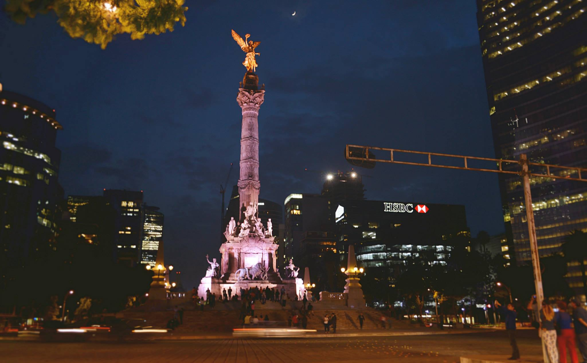 El Angel at sunset is one of the more gorgeous things to do in Mexico City