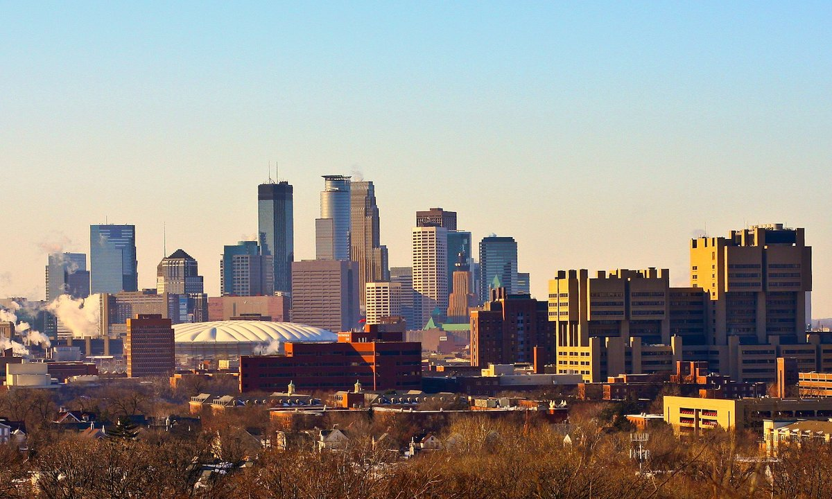 Ever think the Twin Cities were a place you could live sans car? Between the light rails, bike paths and rideshare apps, it's definitely doable.