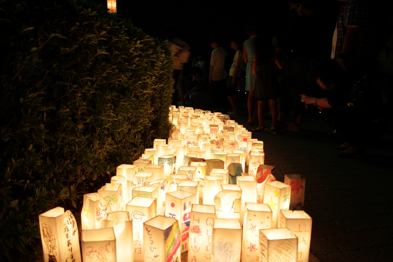 Seeing lanterns at the Inuyama Festival is one of the Things to do in Japan in April