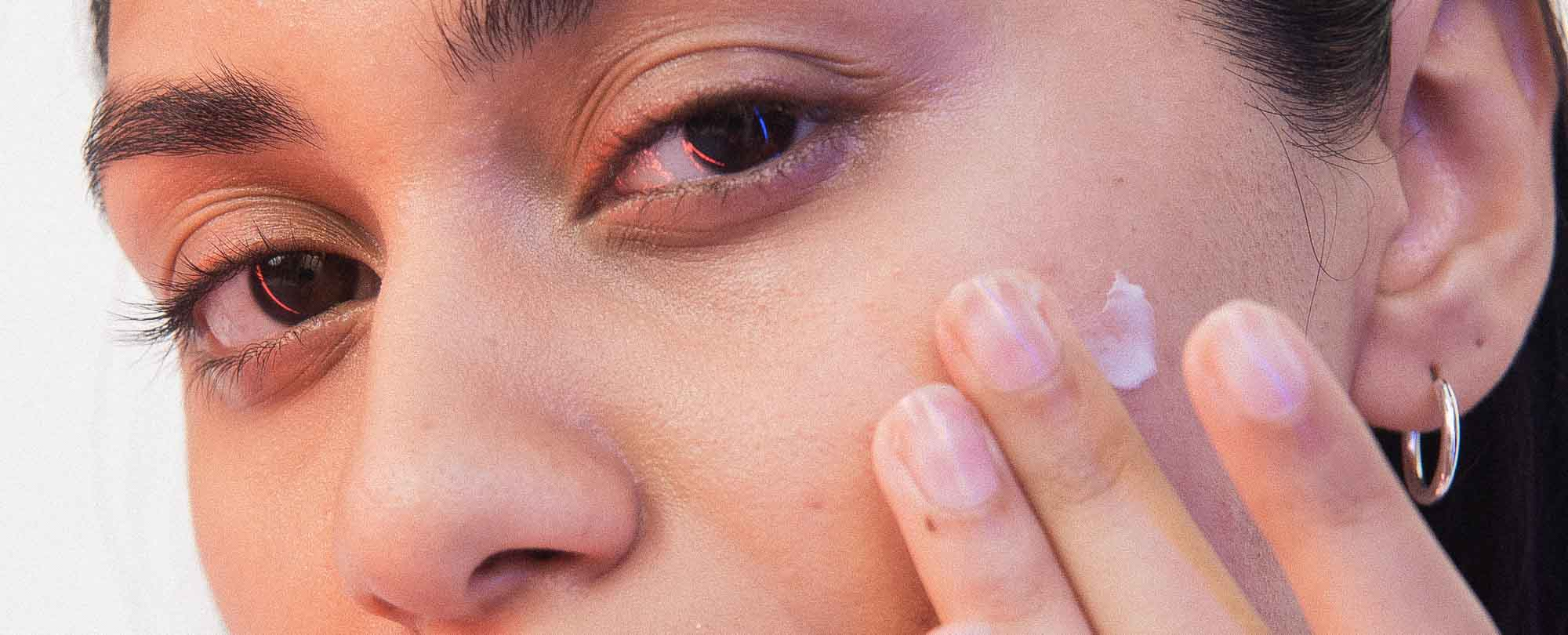 Blackheads vs. Whiteheads: What's the Difference?