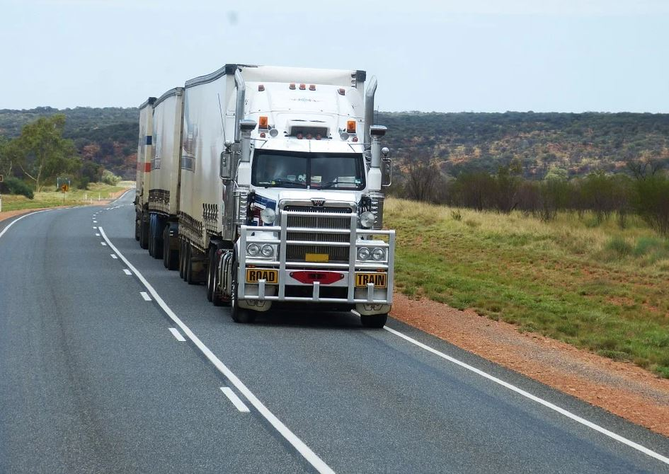 Trucking in Hot Weather: 10 Tips to Beat the Heat and Drive Safely this Summer