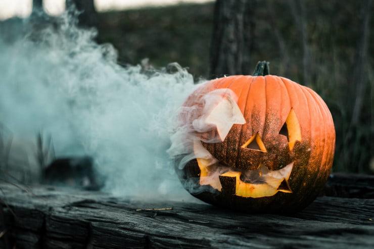 spooky smoking jack-o-lantern pumpkin - social media ideas