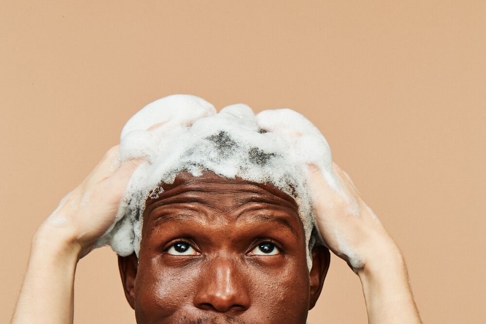 What to Look For in a Men's Hair Loss Shampoo