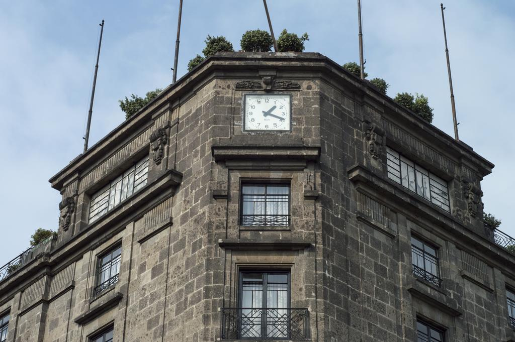 Hogwartsian Hotel Gillow is a great cheap hotel in Mexico City