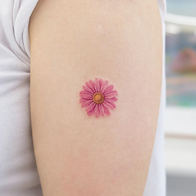 Cute daisy in upper arm