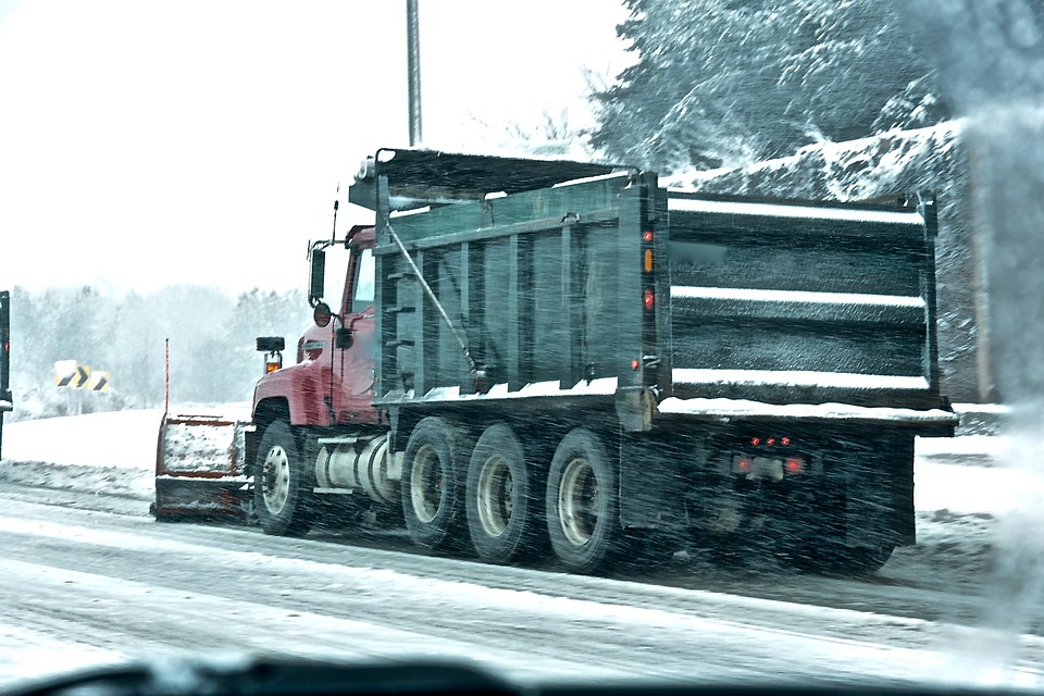 Winter Driving Challenges Faced by Truck Drivers and How to Deal with Them