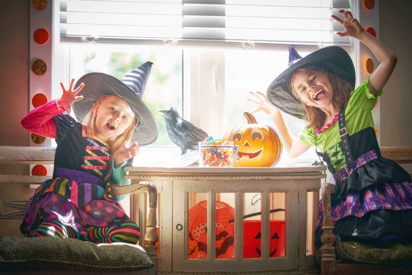 kids in witch halloween costumes