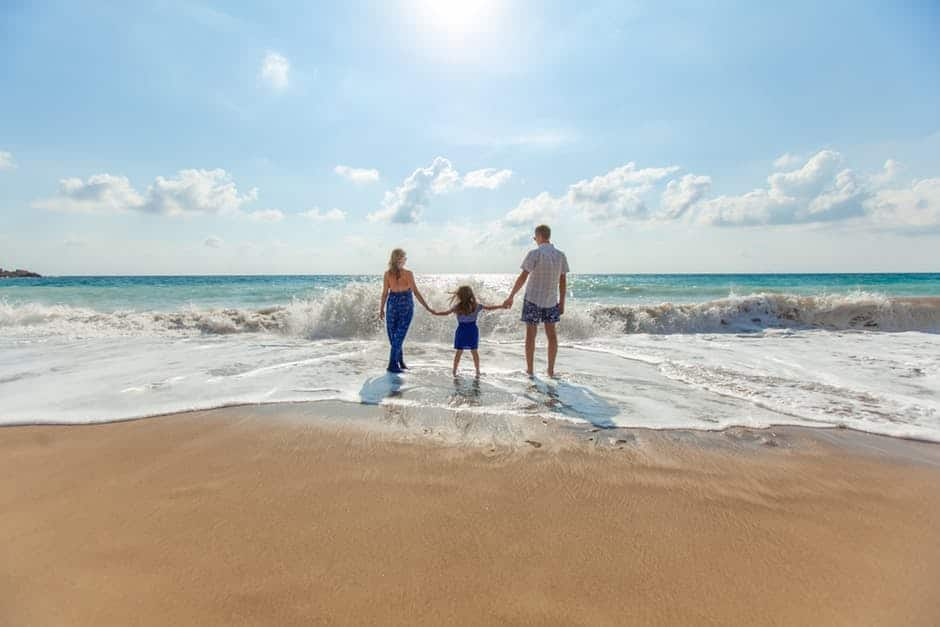 Squeeze-family-at-the-beach-for-a-cheap-vacation-with-deals