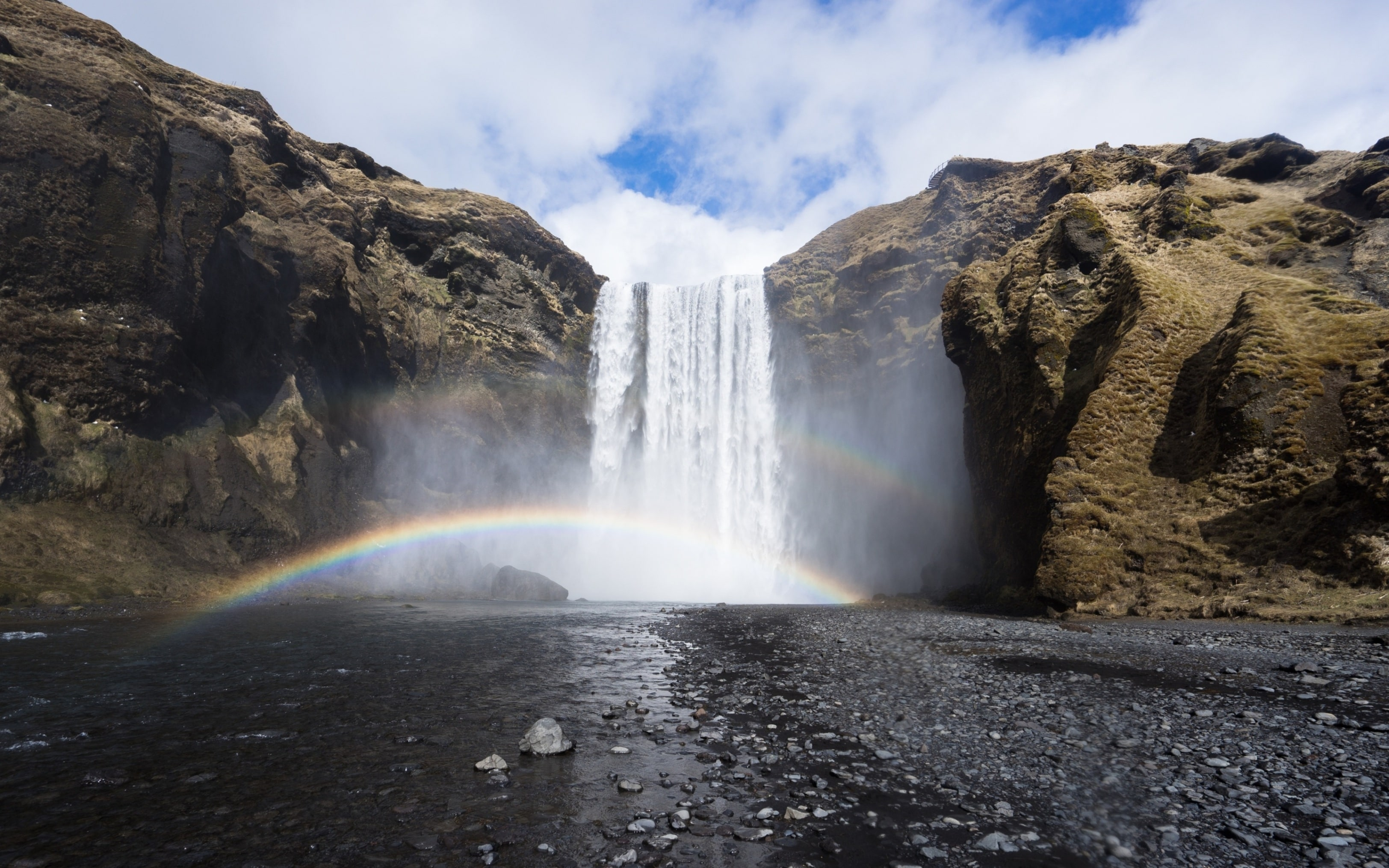 rainbow in iceland travel tips