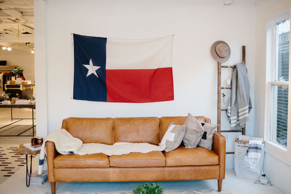 room-with-texas-flag-wall-hanging