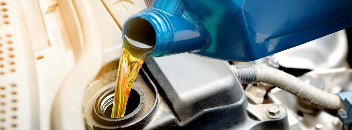 cuándo y cómo realizar el cambio de aceite al motor de tu coche