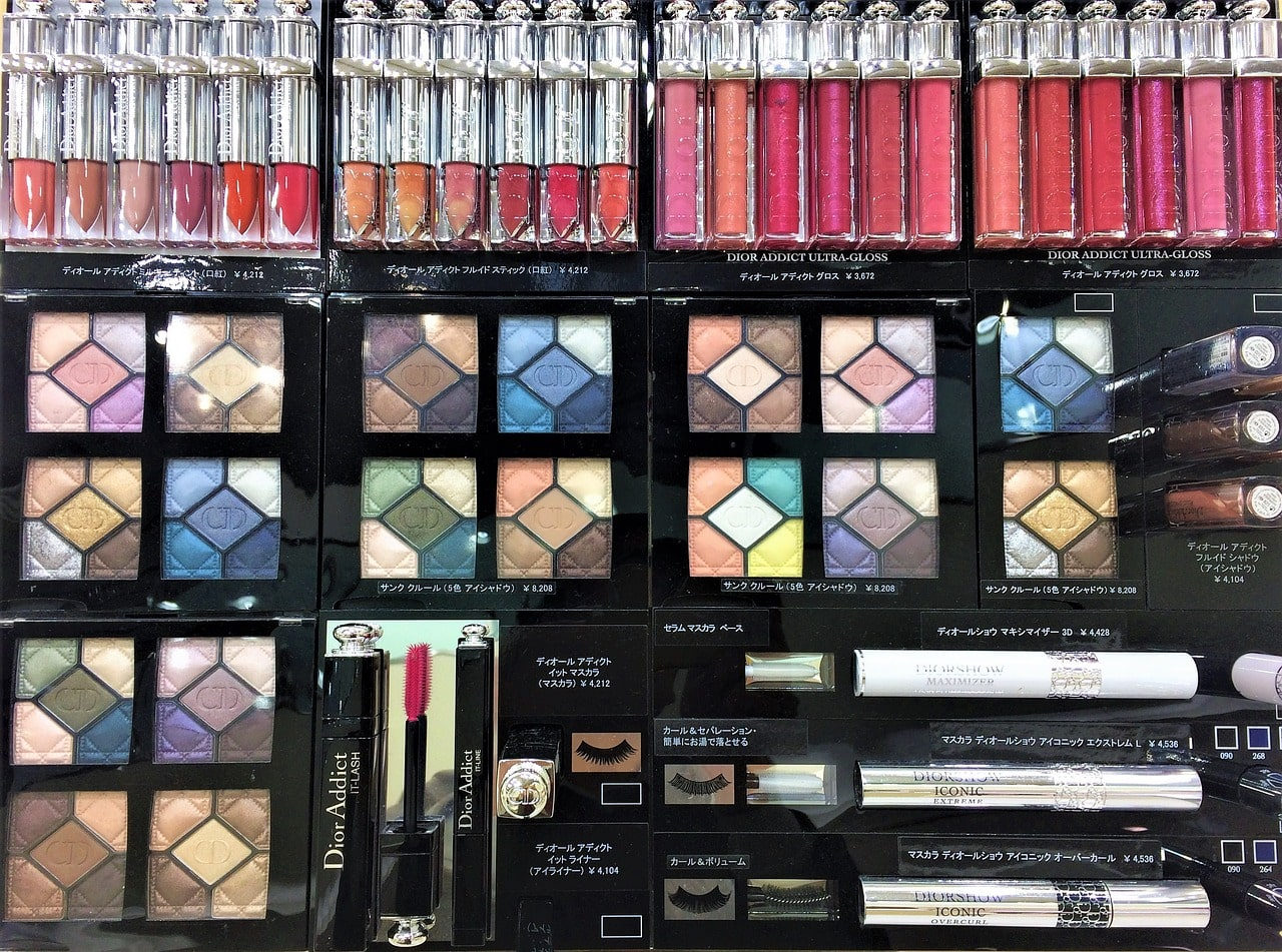 Japanese makeup or cosmetics are what to buy in Japan