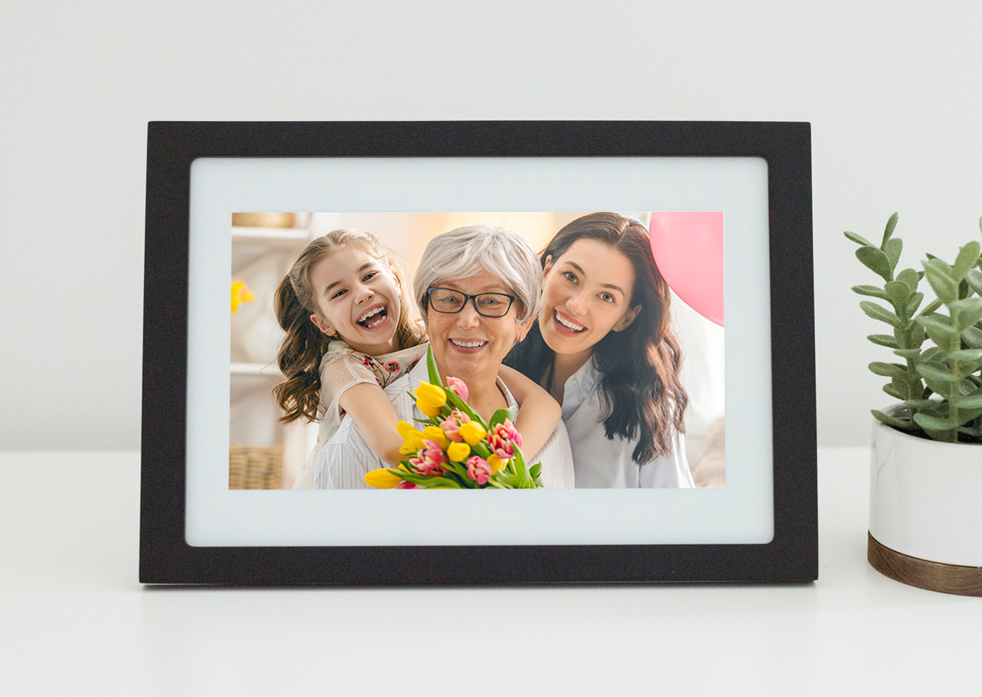 This Photo Frame Has A Killer Feature That Makes It The Perfect Mother's Day Gift