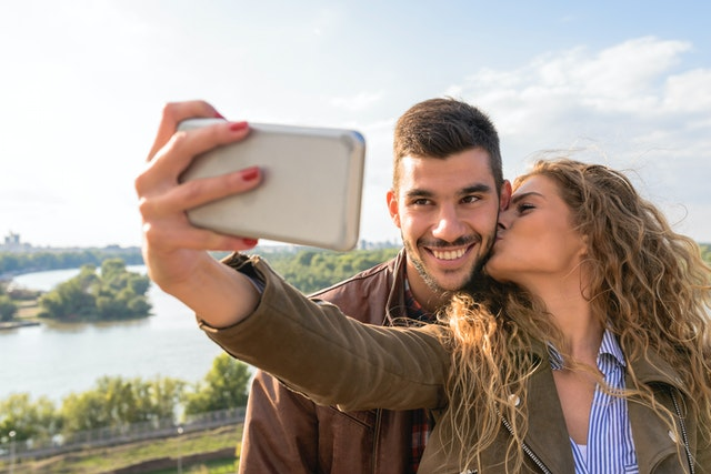 couple taking a photo in a scavenger hunt
