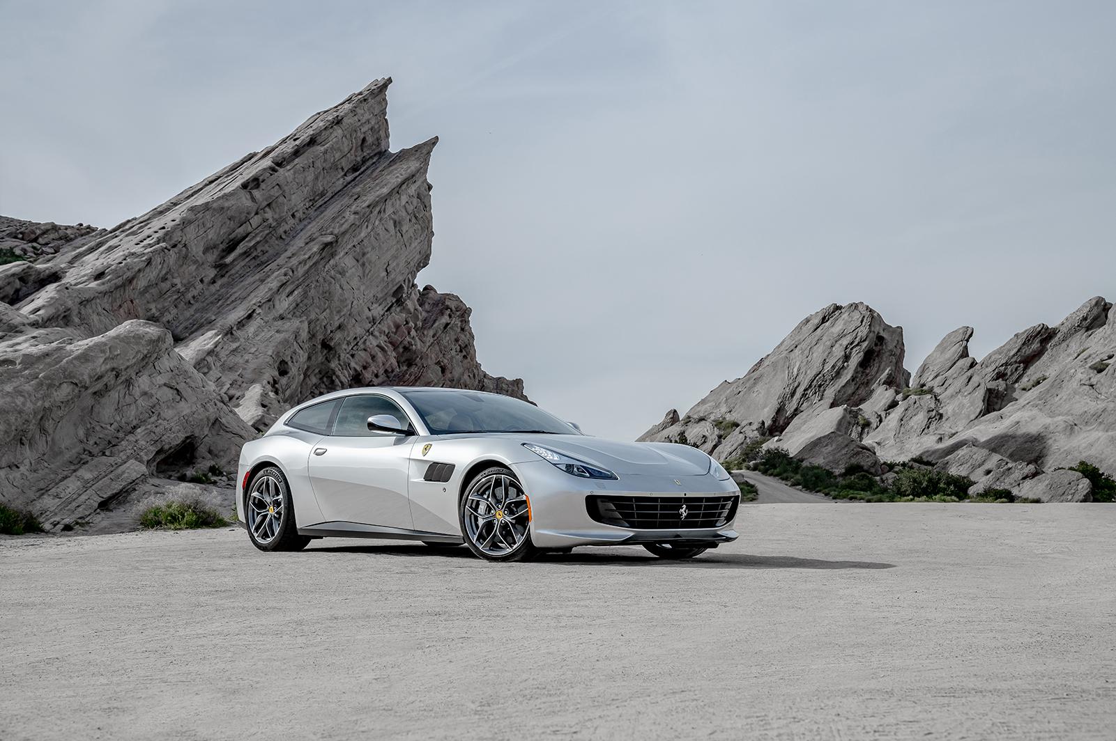 Ferrari_GTC4LussoT_014R.jpg