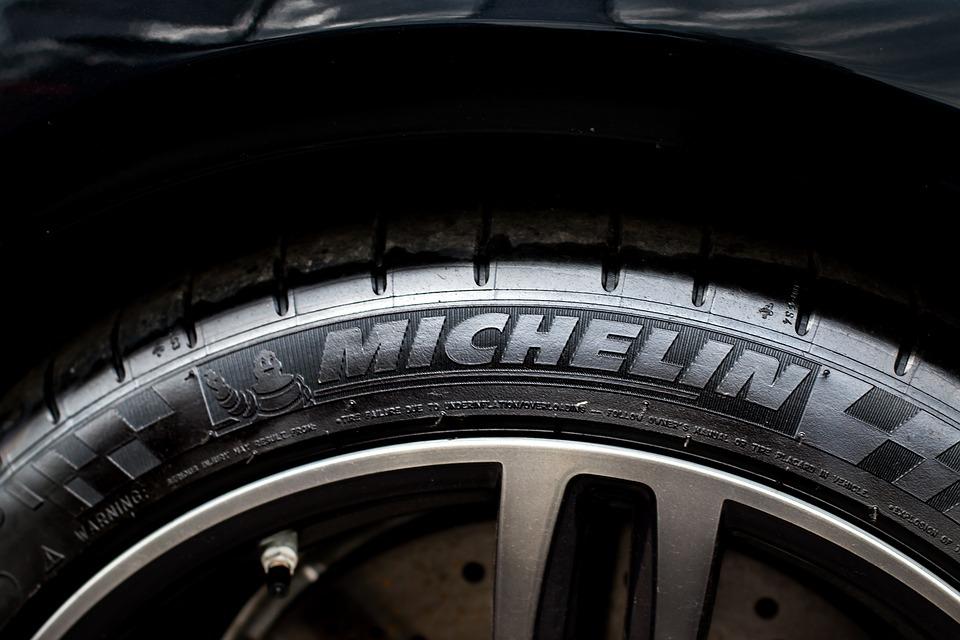 Premium Tyres logo