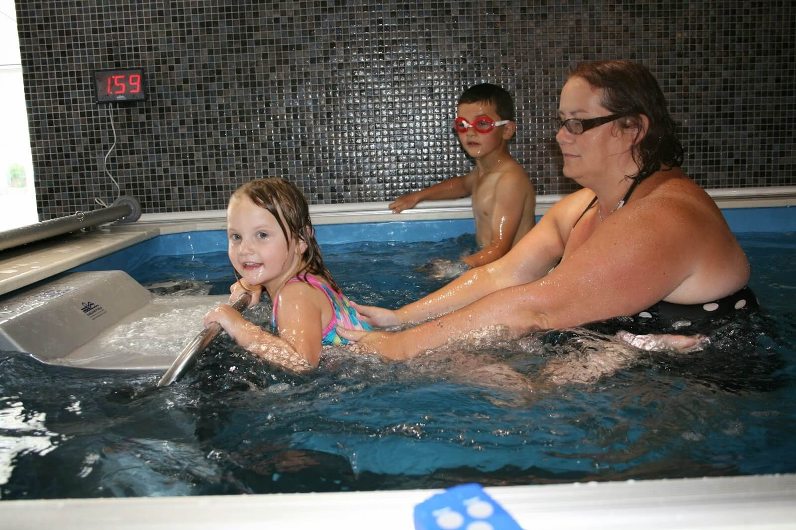 A mother and her kids in the Endless Pool at Cornwall Pools' Swimathon