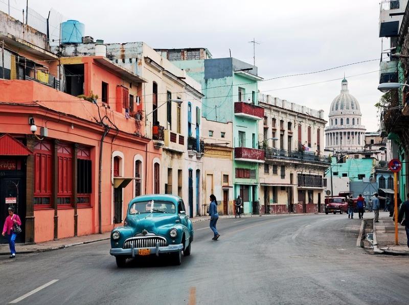 Car in Cuba reasons to travel to Cuba