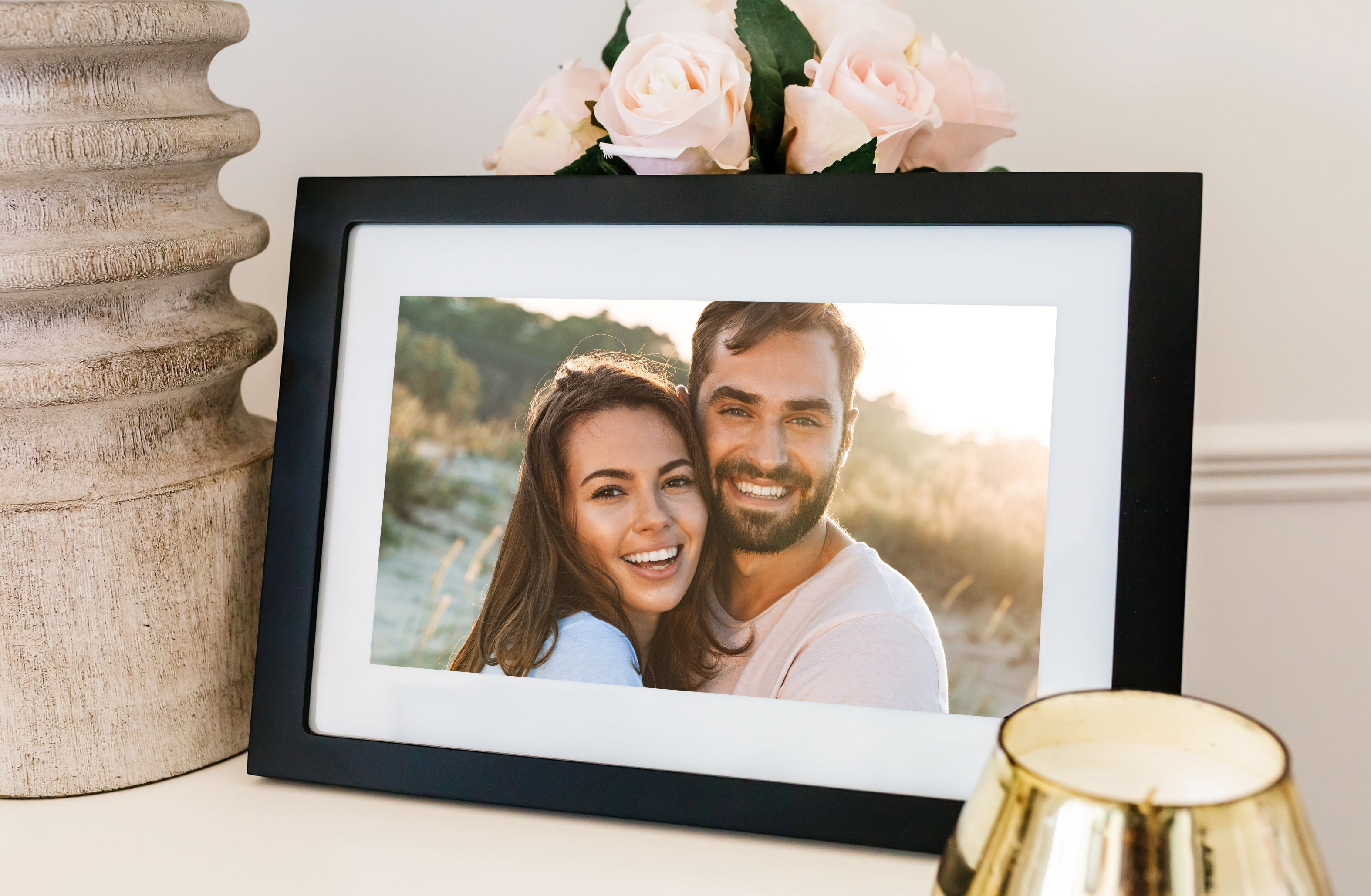 This Digital Frame Has A Magical Feature That Makes It The Perfect Valentine's Day Gift