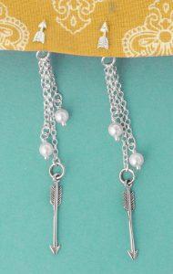 Dangling arrows and pearls earrings
