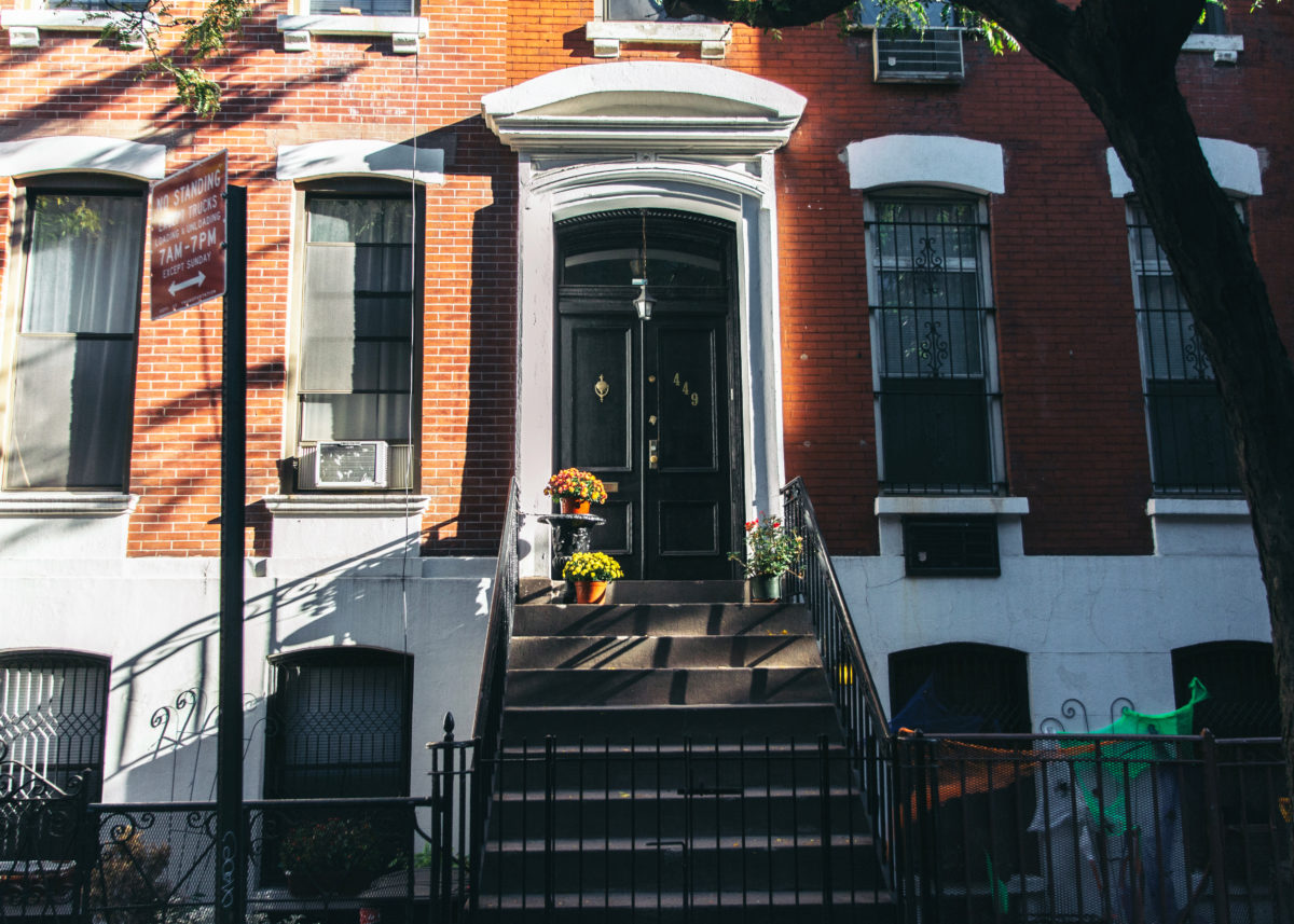 What types of abodes can you find in New York City? & What You Need to Know About Apartment Hunting in New York City ...