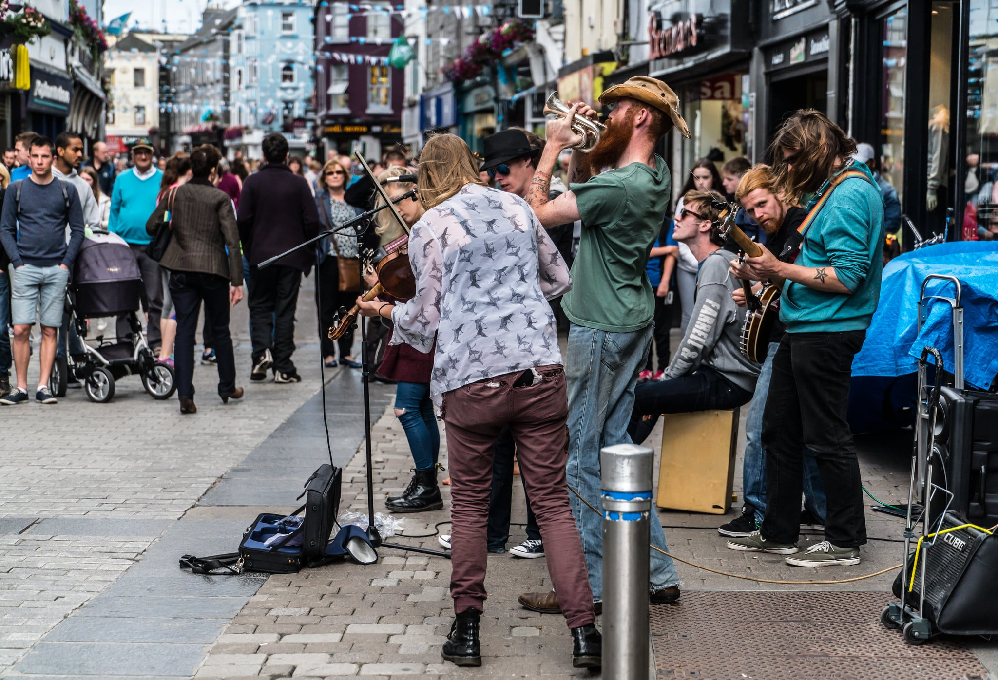 Listening to live music is one of the best things to do in Galway Ireland