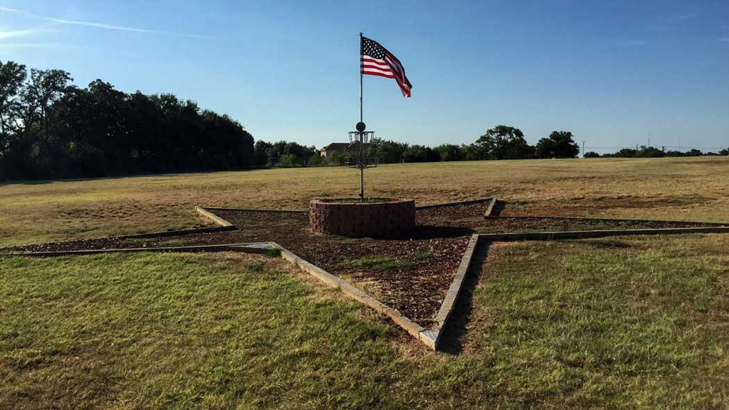 A disc golf hole at Veterans Park in the Dallas/Fort Worth area