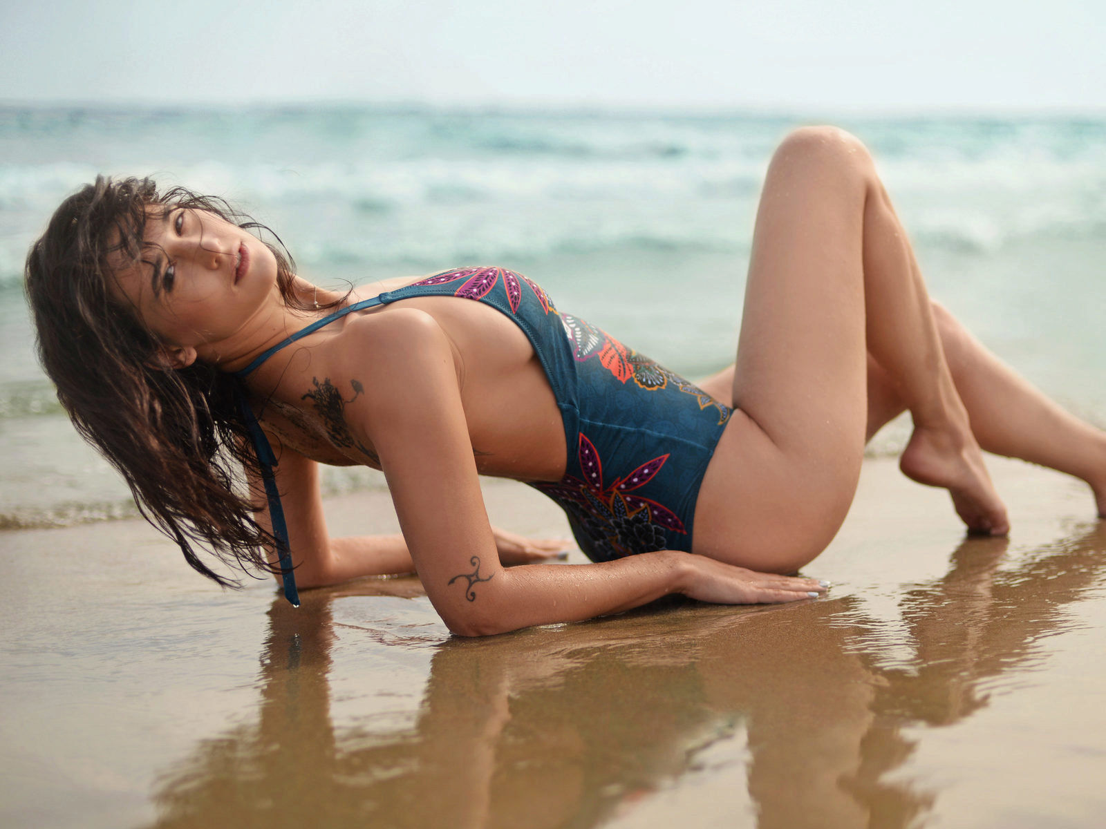 swimsuit issue with camgirl baylee lo...