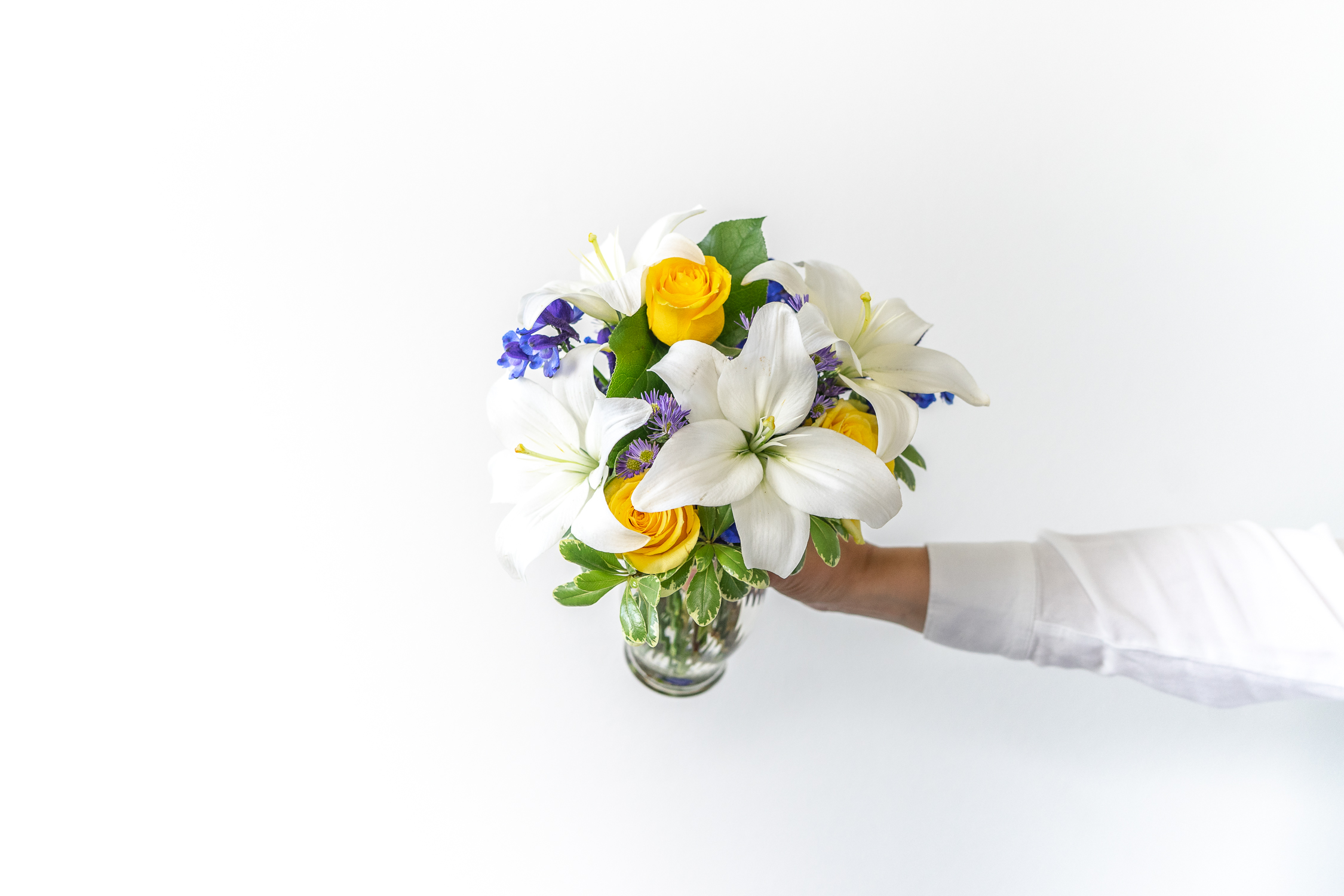 What is the meaning of white lilies?
