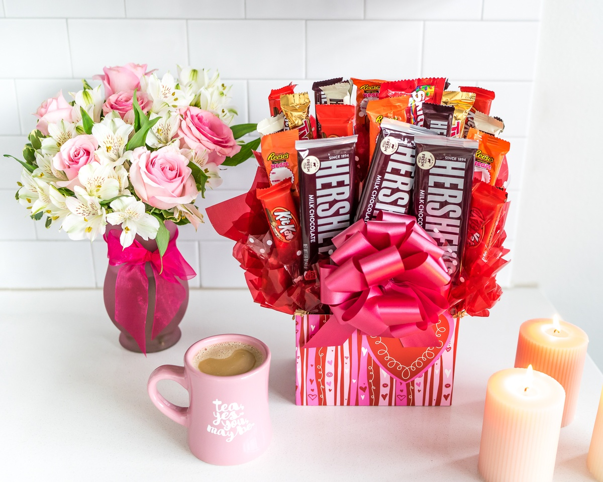 Who should give gifts on Valentine's Day?