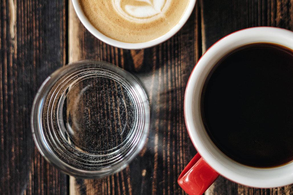 CoffeeandWater-OlenaSergienko-Unsplas...