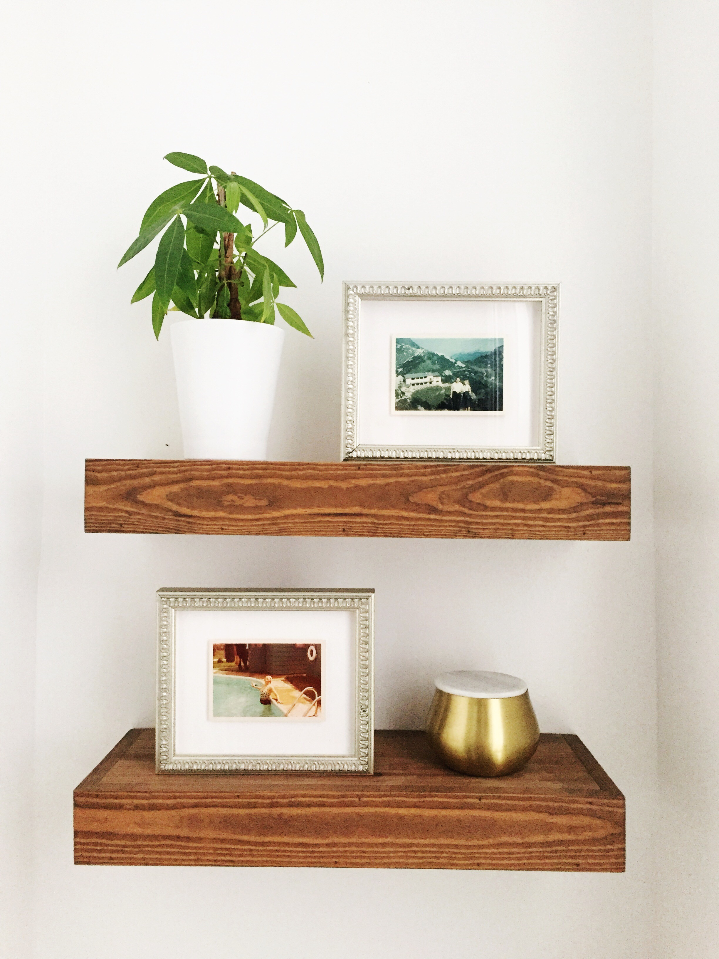 Framebridge Dover Frames on Shelves