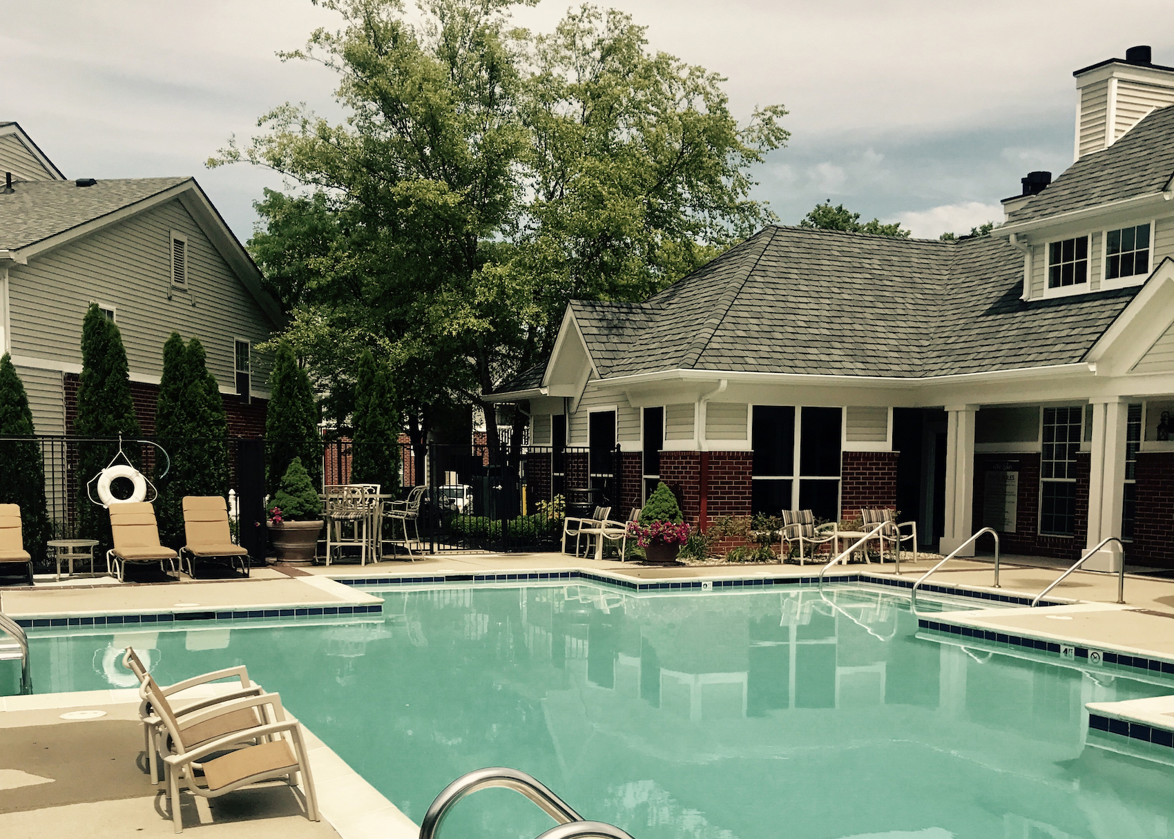 the-lakes-apartment-complex-pool-in-college-park-indianapolis