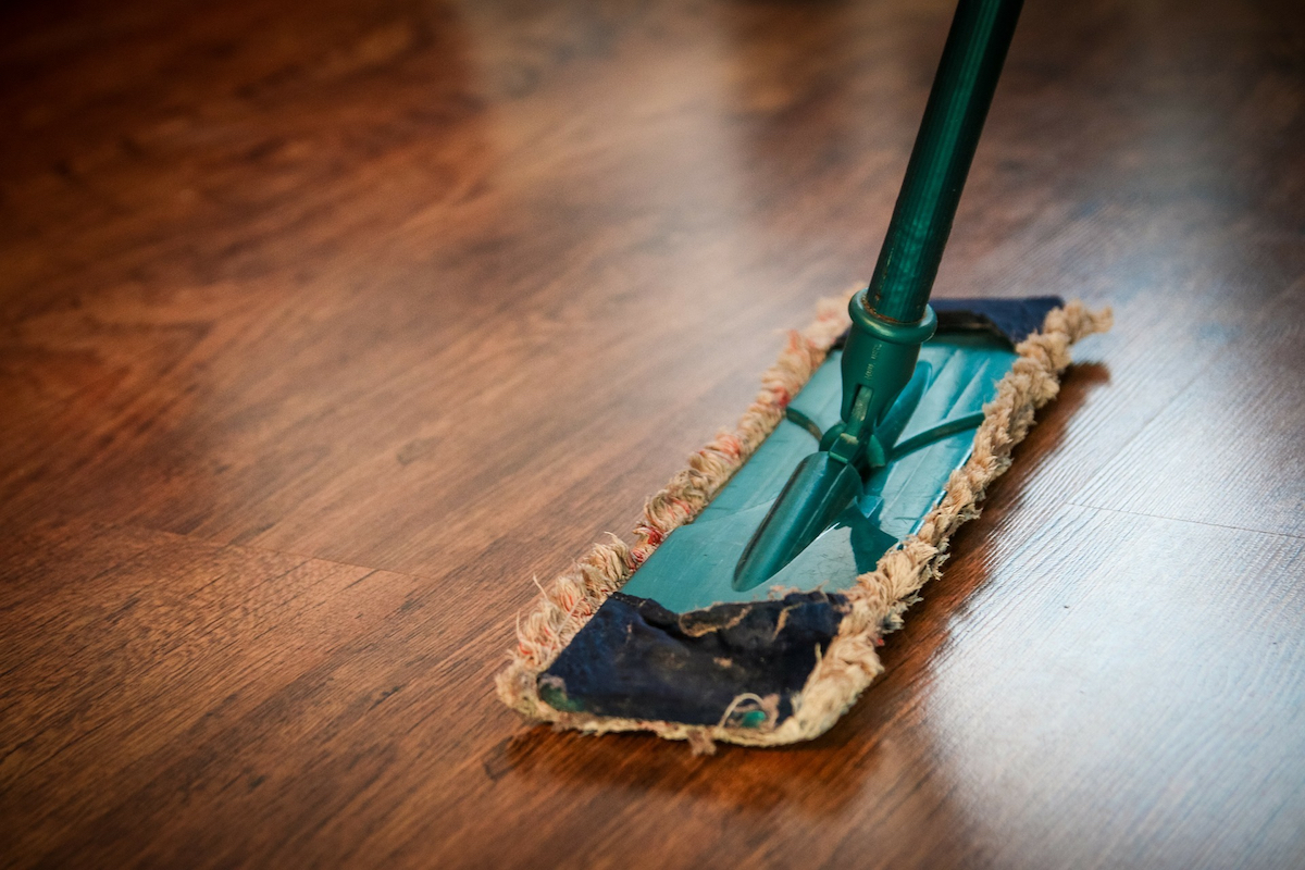 swifter sweeper on hardwood floor