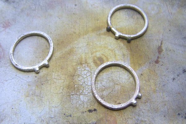 Granular stacking rings