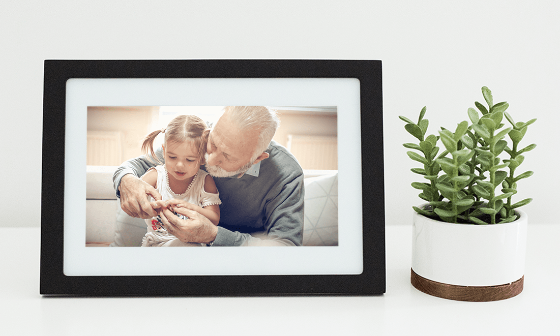 This Photo Frame Has A Killer Feature That Makes It The Perfect Father's Day Gift