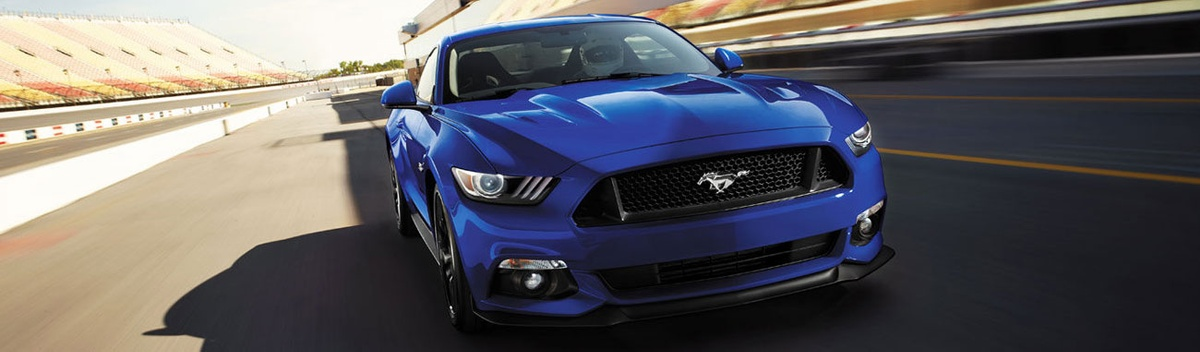 Con una gran potencia en el motor, torque y aceleración, el Mustang 2017 es tan rápido como vistoso. A continuación te detallamos sus grandes atributos.