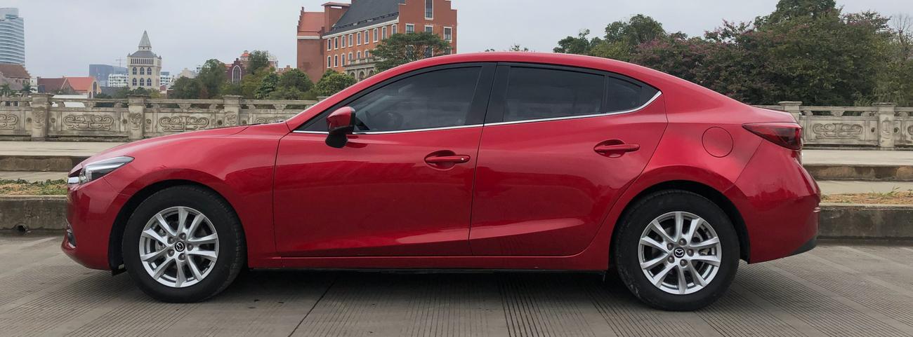 Honda-Civic-2021-vs.-Mazda-3-2021