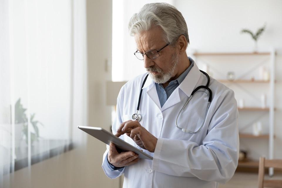 Dr using Nursing Home EMR System - Electronic health records management - skilled nursing facilities