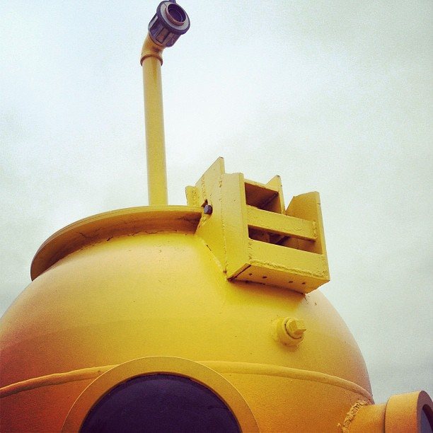 yellow periscoe