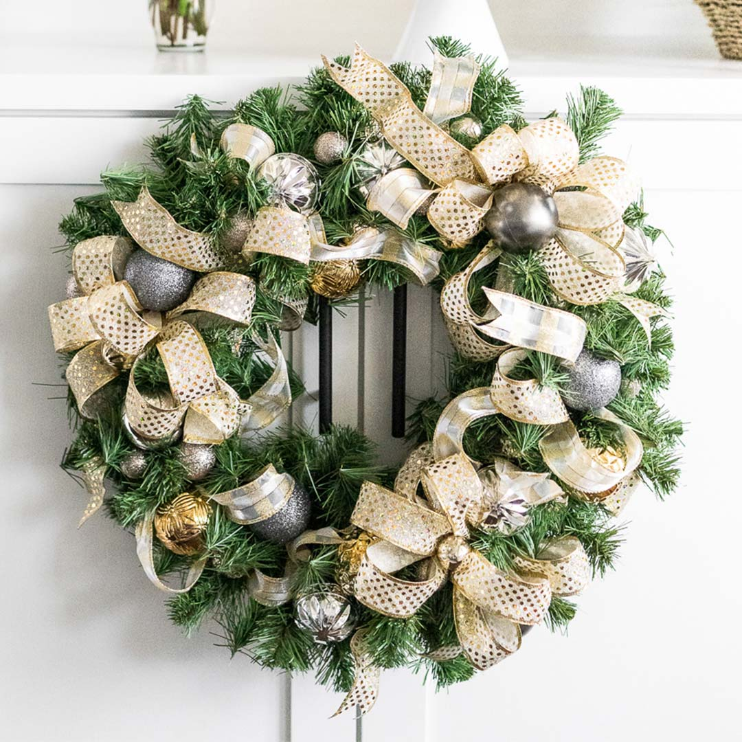 What is the story of the Christmas wreath?