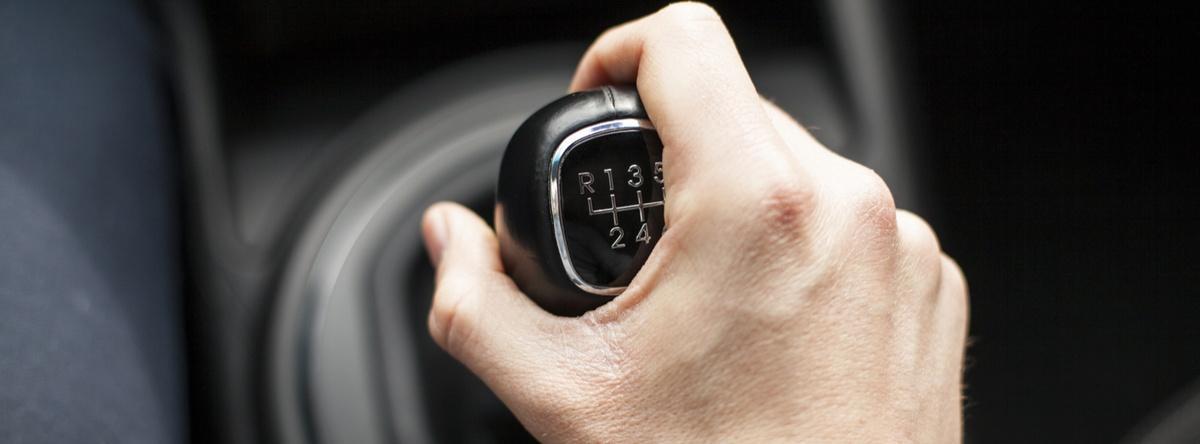 Existen dos metodologías de manejar o tipos de autos: la automática y la manual o estándar. Conoce aquí paso a paso cómo manejar estándar.